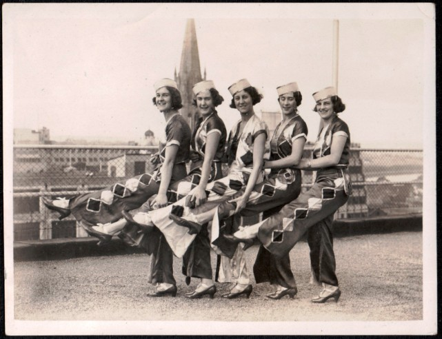 Five in a row, St Paul's Cathedral, circa 1920s, Flickr:GSV