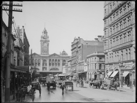 Horse-drawn carriages, Flinders Street Station, 1910 |thecollectormm.com.au